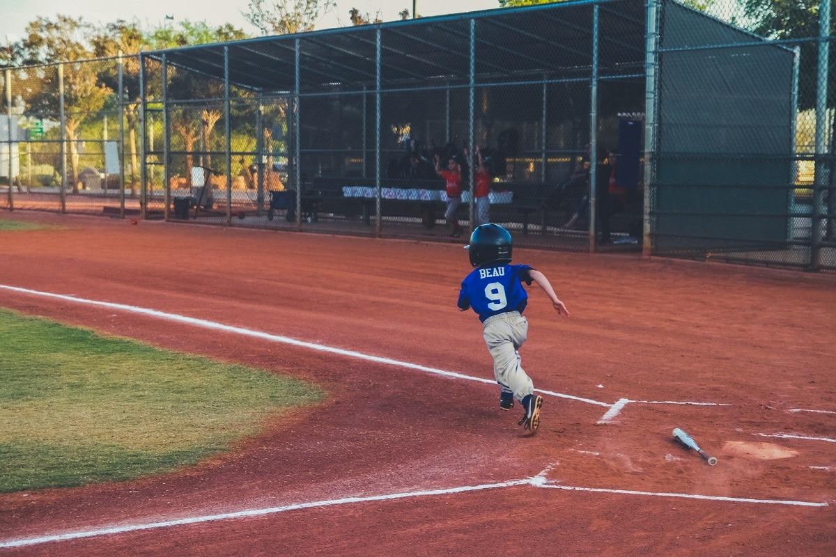 boys size 5 baseball cleats